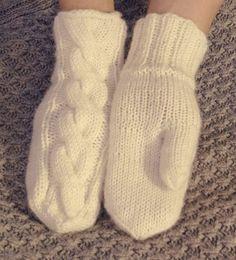 Lahoa rautaa: Klassiset PALMIKKO-lapaset Woolen Socks, Knit Mittens, Knitting Charts, Winter Dresses, Hand Warmers, African Fashion, Needlework, Knit Crochet, Cute Outfits