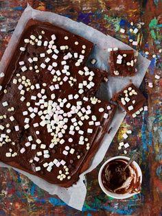 Mokkapalat – kahvipöydän ja myyjäisten takuuvarma hitti | Maku Finnish Recipes, Birthday Brunch, Cake Bars, Sweet Pastries, Something Sweet, Food Photo, Tiramisu, Deserts, Cupcakes