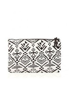 Clutch Dagna estampado azteca en blanco y negro