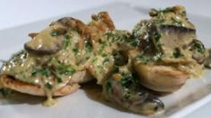 Crostini ai funghi di www.iopreparo.com Crostini ai funghi per un antipasto autunnale. Una delicata salsa a base di funghi è perfetta per comporre dei deliziosi crostini. Sono ideali in occasione delle feste o per un pranzo della domenica importante.