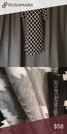 🌼1 DAY SALE🌼 Brilliant black and white short sleeved dress. Great material with stretch. 95% Rayon 5% Spandex. Bundle 2 or more items and save 💰 HourGlass Lilly Dresses