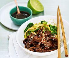 Nu flyttar vi för en stund våra sinnen till Asien och avnjuter en lövbiff teriyaki med pak choi och lime. En rätt som rymmer såväl syra som sötma och även en del hetta. Teriyakin gör du från grunden vilket gör att denna måltid får extra finess. Den tar smak av ingefära, honung, vitlök och soja.