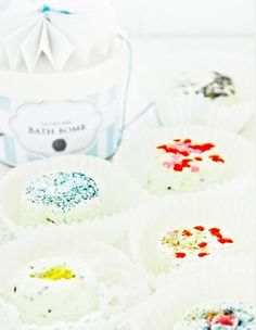 diy bath bombs // funkytime magazine via issuu Homemade Beauty, Homemade Gifts, Diy Beauty, Diy Gifts, Hair Health And Beauty, Diy Spa, Bath Fizzies, Bath Salts, Bath And Body