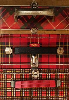 Vintage Tartan Lunchboxes … I have 2 of the middle one Vintage Lunch Boxes, Vintage Picnic, Vintage Tins, Vintage Love, Vintage Kitchen, Vintage Fur, Vintage Metal, Scottish Plaid, Scottish Tartans