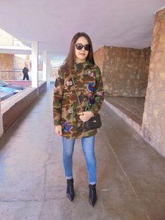 TRENCH MILITAR - Temporada: Otoño-Invierno - Tags: trench,  - Descripción: Look con trench militar y jeans #FashionOlé