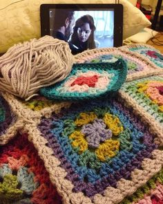 Joining some squares while watching the walking dead #craft #crochetaddict #yarn #crochetblanket #grannysquares #grannysquareblanket #twd #thewalkingdead #cosy by shh_im_counting