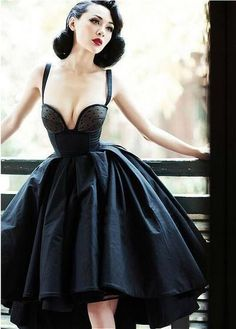 Le Palais Vintage Pin-up limited grace amazing heavy corset type fishbone dovetail big puff dress/ ball bown from Reliable dress spike suppliers on Vintage Palace Ball Dresses, Ball Gowns, Evening Dresses, Prom Dresses, Wedding Dresses, Vestidos Pin Up, Look Fashion, Retro Fashion, Vintage Fashion