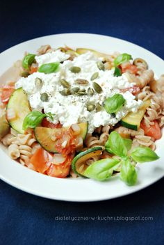 Moje Dietetyczne Fanaberie: Obiad w 10 minut! Makaron orkiszowy z twarogiem i warzywami