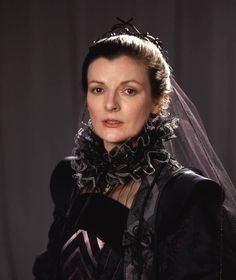 1982 'King Lear' with Brenda Blethyn as Cordelia in the BBC TV film. Cordelia tries to save her father from the malevolent designs of her two older sisters. English Actresses, British Actresses, British Actors, Mrs Bennet, Timothy West, Robert Lindsay, Claire Bloom, Royal National Theatre, Shakespeare Plays