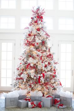 Ongosh, I'm in love with this tree! I never thought I would want a flocked tree thats for sure but, this is breathtaking. - red and white Christmas tree decor is a bold solution and looks rather traditional White Christmas Trees, Beautiful Christmas Trees, Noel Christmas, All Things Christmas, Winter Christmas, Green Christmas, About Christmas, Christmas Tree Goals, White Trees