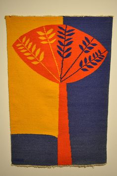 Tapestry by Evelyn Ackerman Masters of Mid-Century California Modernism Exhibition at the Mingei International Museum in Balboa Park, San Diego, CA Weaving Textiles, Weaving Art, Tapestry Weaving, Loom Weaving, Tree Tapestry, Textile Design, Textile Art, Quilt Modernen, Gelli Printing
