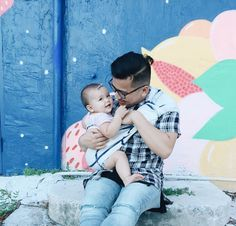 Sakura Bloom Babywearing Dad// Instagram.com/dangkhanh
