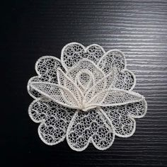 This post was discovered by Hül - Salvabrani Free Crochet Doily Patterns, Crochet Doilies, Needle Lace, Bobbin Lace, Romanian Lace, Sketch Journal, String Crafts, Point Lace, Rose Lace