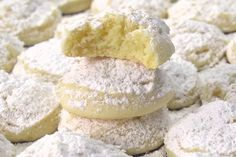 This is how you make cheesecake cookies - Just as tasty as a cheesecake, but just a little bit different Who can say no to a delicious slice - # Dutch Cookies, Cream Cheese Pie, Biscuits, Gluten Free Pumpkin, Pie Cake, Lunch Snacks, Four, High Tea, No Bake Desserts