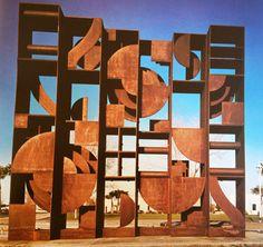 Louise Nevelson - 1972 Louise Nevelson, Steel Sculpture, Modern Sculpture, Sculpture Art, Found Object Art, Land Art, Public Art, Contemporary Paintings, Art History