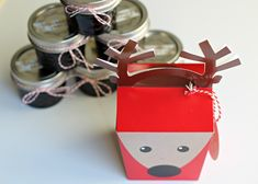 Looking for a quick gift to make this weekend for teachers, neighbors, friends, co-workers and more? I have a sweet idea for you… For as far back as I can remember my mom has made strawberry jam for Christmas gifts. Homemade Christmas Gifts Food, Teacher Christmas Gifts, Teacher Gifts, Gifts For Coworkers, Gifts For Mum, Gifts For Friends, Homemade Blackberry Jam, Tween Girl Gifts, Food Gifts