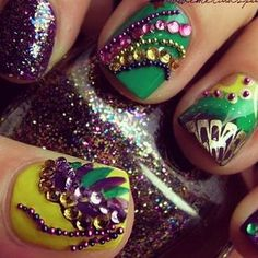 Mardi gras nails fit for a queen! Sweeney Sweeney Smith, maybe for Davison Davison Bartholomew's Mardi Gras party! Fancy Nails, Love Nails, How To Do Nails, Pretty Nails, My Nails, Crazy Nails, Sparkly Nails, Mardi Gras, Manicure E Pedicure