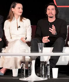 Daisy Ridley and Adam Driver star together as Rey and Kylo Ren in Star Wars: the Last Jedi, and the two share just as much chemistry off screen as they do in a Daisy Ridley Adam Driver, Daisy Ridley Star Wars, Star Wars Cast, Rey Star Wars, Reylo, Celebrity Couples, Celebrity Pictures, Kylo Ren And Rey, Kylo Rey