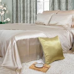 Our #silk #flat #sheets are made from the best 19mm mulberry silk, beautiful, soft, and luxury. It can naturally adjust to your body temperature, defend against dust mites, and give you a wonderful sleep.