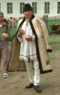 (Szekelyas) Hats seem to be common in traditional Romanian costume. Frankenstein Costume, Young Frankenstein, Ukraine, Gorilla Suit, Dracula Costume, Novel Characters, Sheepskin Coat, Beautiful Costumes, Vintage Fur