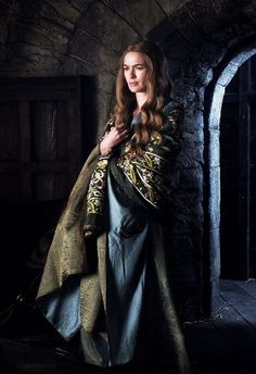 Lena Headey as Cersei Lannister Baratheon. Game of Thrones at Winterfell. Game Of Thrones Cersei, Game Of Thrones Costumes, Got Costumes, Movie Costumes, Cercei Lannister, Queen Cersei, Cersei And Jaime, Cinema Tv, Iron Throne