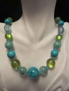 """Cool 16"""" Vtg Silver Tone Blue and Green Lucite Bead Necklace - A2"""
