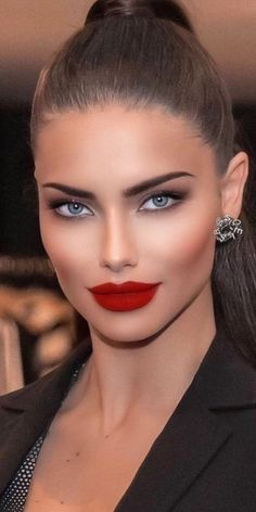Most Beautiful Eyes, Beautiful Models, Gorgeous Women, Model Face, Brunette Beauty, Curvy Girl Fashion, How To Make Hair, Woman Face, Pretty Face
