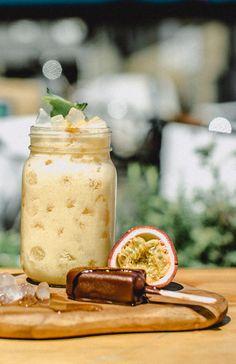 Forførende lækker sommerfrisk drink, der både er cremet, sød og let syrlig.