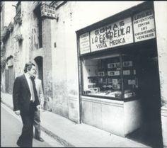 El Alcalde Maragall visita una Botiga de Gomas Barcelona City, Barcelona Catalonia, Old Photos, Life, Artist, B W Photos, Antique Photos, Cities, Travel