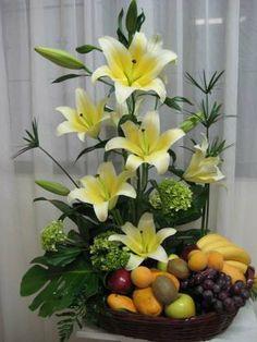 Floral arrangement with fruit Altar Flowers, Church Flowers, Silk Flowers, Spring Flowers, Ikebana, Large Flower Arrangements, Fruit Arrangements, Deco Floral, Flower Boxes