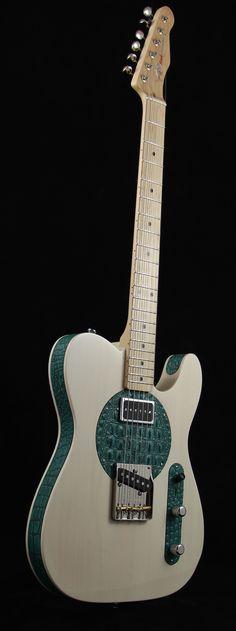 La RRH Gloss Trans Cream Aqua Croc numérotée 00039 par Red Rooster Guitars. Retrouvez des cours de guitare d'un nouveau genre sur MyMusicTeacher.fr