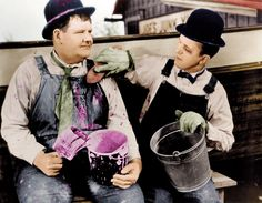 Oliver Hardy and Stan Laurel (Laurel and Hardy, Laurel And Hardy, Stan Laurel Oliver Hardy, Great Comedies, Classic Comedies, Classic Movies, Hollywood Photo, Vintage Hollywood, Hollywood Stars, Holes Movie