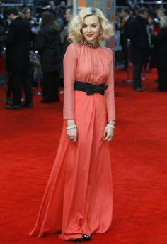 BAFTAS 2012 - I love when the perfect color, the perfect dress and the perfect hair-do meet! It's awesome!