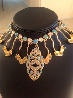 @FrancenePerel: Andrea, char bafalis.....pendant, designer unknown