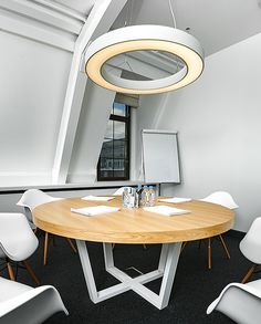 The round table in the conference room. Table of MDF and oak veneer. The diameter of the round table - 1 meter. Legs - Metal. Conference Table, Meeting Room Table, Community Table, Co working Table.
