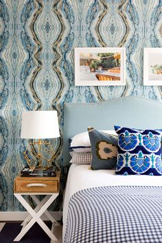Bold wallpapers and patterns in California home #interior #design #home #decor #idea #inspiration #cozy #style #room #wallpaper #bederoom #room #cushion #pictures