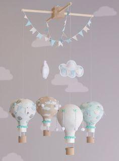 Móbile feito com balões. Muito delicado! (crédito da foto: Etsy)