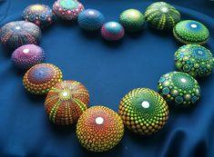 I paint colorful stones - made with love. Mandala Painting, Dot Painting, Stone Painting, Elspeth Mclean, Mandala Dots, Painted Stones, Mandala Coloring, Stone Art, Display Ideas