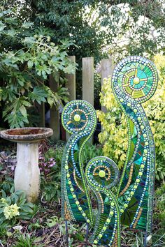 55 Easy DIY Garden Art Design IdeasYou can find Glass garden and more on our Easy DIY Garden Art Design Ideas Mosaic Crafts, Mosaic Projects, Stained Glass Projects, Stained Glass Art, Mosaic Glass, Yard Art Crafts, Mosaic Ideas, Craft Projects, Mosaic Garden Art