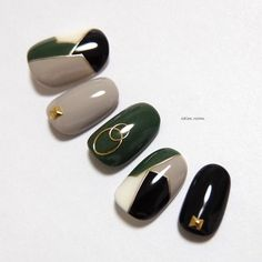 blocking / green / khaki / fashion / invited / travel / going out / fall / winter / black / gray 2020 Winter Nail Art, Winter Nail Designs, Autumn Nails, Nail Art Designs, Trendy Nails, Cute Nails, Subtle Nail Art, Fall Nail Trends, Sns Nails Colors