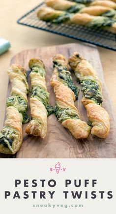 Pesto and cheese puff pastry twists I've always considered pesto, cheese and pastry to be a heavenly combination and these puff pastry twists have only confirmed my view. A great snack, appetiser or lunch box filler. Veggie Recipes, Appetizer Recipes, Vegetarian Recipes, Cooking Recipes, Vegetarian Canapes, Canapes Recipes, Lunch Box Recipes, Vegan Appetizers, Chicken Recipes