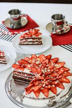 Strawberry Cravings – Super schnelle Erdbeertorte mit Suchtgefahr Strawberry Cravings – Super fast strawberry cake with addiction risk 11 Secret Chocolate Chip Cookie Recipe, Chocolate Chip Cookies, Homemade Cake Recipes, Cake Mix Recipes, Banana Layer Cake Recipe, Strawberry Wedding Cakes, Mousse, Banana Chips, Cake Trends