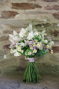 Hottest 7 Spring Wedding Flowers---Relaxed Wildflower wedding bouquets with orchids and daisies, garden wedding ideas, rustic weddings wedding bouquet Hottest 7 Spring Wedding Flowers to Rock Your Big Day Bridal Bouquet Pink, Summer Wedding Bouquets, Bride Bouquets, Bridal Flowers, Bouquet Flowers, Wild Flowers, Wedding Summer, Wedding Dresses, Flowers Nature