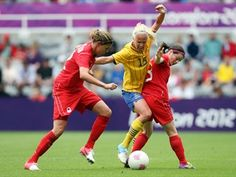 Canada advanced to the quarterfinals of the women's Olympic football tournament Tuesday after rallying from two goals down to draw 2-2 with Sweden.