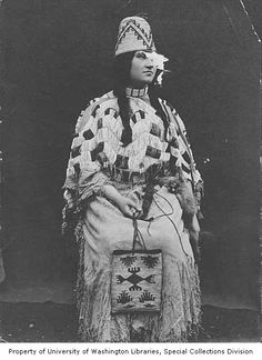 Native American woman with woven hat, shawl and bag, Pendleton, Oregon, ca. 1904
