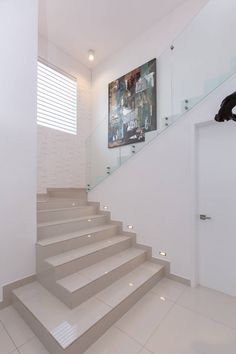 Browse images of Corridor & hallway designs by Grupo Arsciniest. Find the best photos for ideas & inspiration to create your perfect home. Interior Stairs, Bathroom Interior Design, Interior Design Living Room, Modern Staircase, Staircase Design, Staircase Ideas, Flur Design, Escalier Design, Staircase Makeover