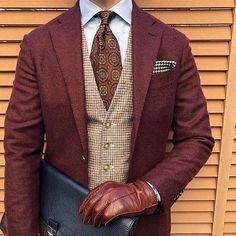 アップです。 ・ ・ シップスのオンラインサイトのタイムセールで3000円弱でゲットしたネクタイです。売れ残っていたということは誰も買いたく…。安かったから良しです。 ・ ジャケットは6年ほど前に作ったロロピアーナ三者混のジャケットです。 色違いで緑も持っています。 ・ ・ #ootd #ootdmen #outfit #mnswr #menswear #mensclothing #mensstyle #mensfashion #dapper #dappermen #sprezzatura #classydapper #styleformen #instafashion #R1 #gentlemen #classic #british #outfitoftheday #menwithclass #menwithstyle