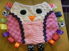 Owl Taggie--I like the chenille and minkie for added texture and sensory stimulation! Baby Sewing Projects, Sewing For Kids, Sewing Crafts, Sensory Blanket, Baby Sensory, Chenille, Baby Patterns, Sewing Patterns, Fidget Quilt