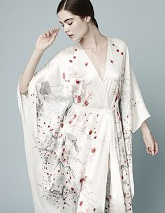 Meng and their wonderful kimono : discover luxury loungewear !