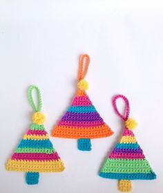 Christmas Tree Decoration By Poppy & Bliss (Michelle Robinson) - Free Crochet Pattern - (ravelry)